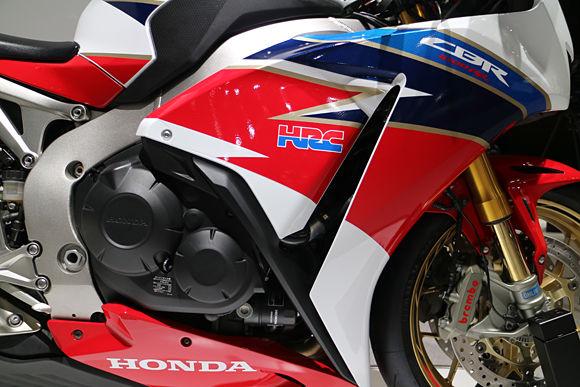 2016 Honda CBR1000RR SP Fireblade Review / Specs - Overview