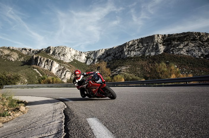 2018 Honda CBR650F Review of Specs - CBR Sport Bike HP & TQ Performance Info, Price, Colors