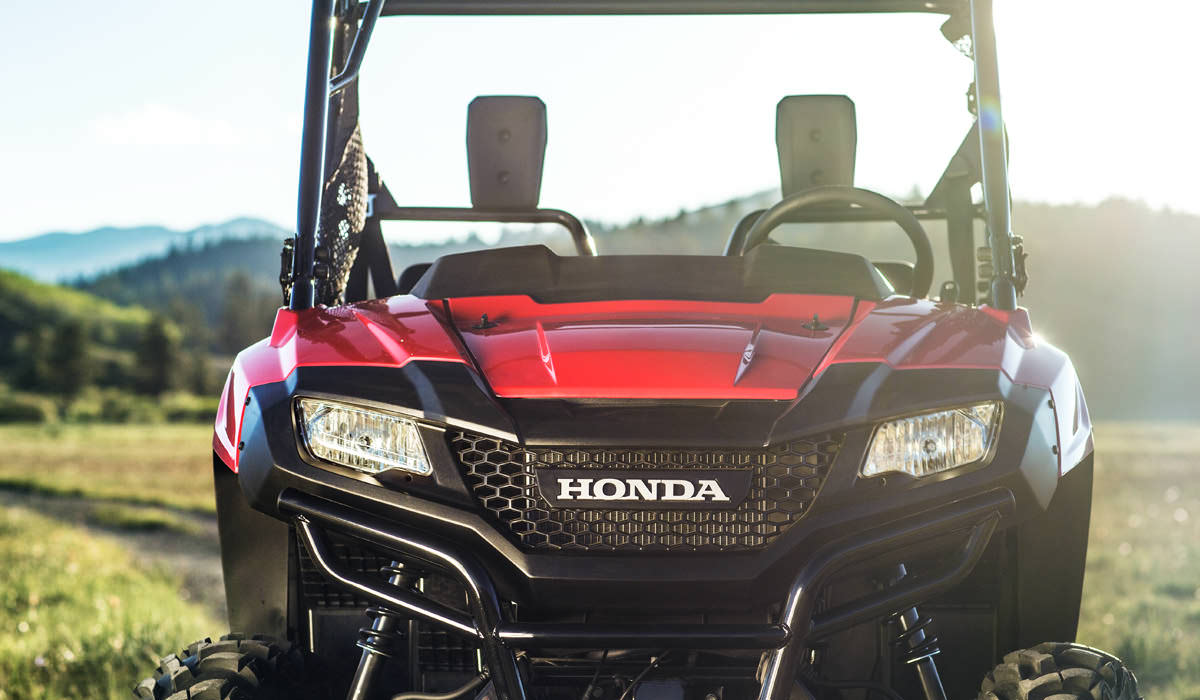 2017 honda pioneer 700 review deluxe model changes. Black Bedroom Furniture Sets. Home Design Ideas