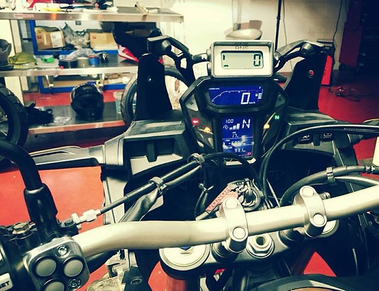 Installation Tripmaster Trip-master CRF 1000  Africa Twin 2016 Honda-africa-twin-crf1000l-gauges-electronics-dct