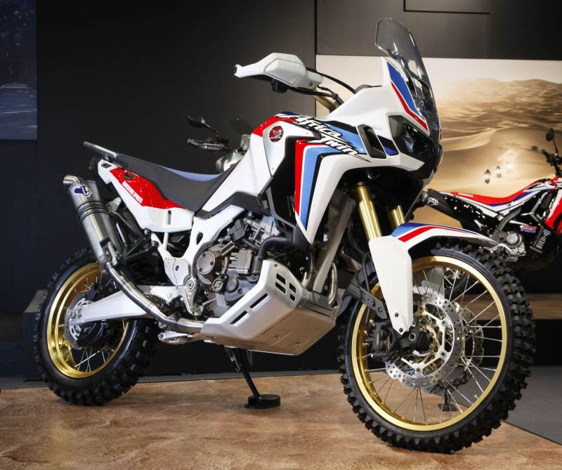 new 2018 honda africa twin 1000 changes sneak peek. Black Bedroom Furniture Sets. Home Design Ideas