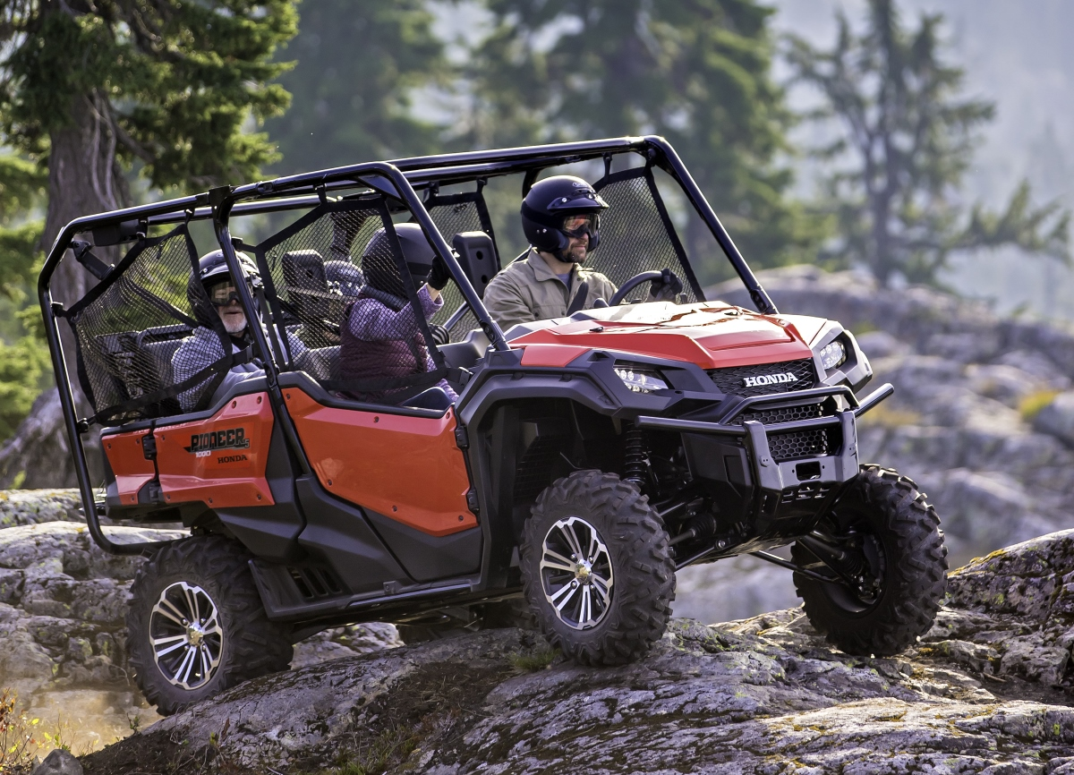 detailed 2016 honda pioneer 1000 review of specs videos pictures honda pro kevin. Black Bedroom Furniture Sets. Home Design Ideas