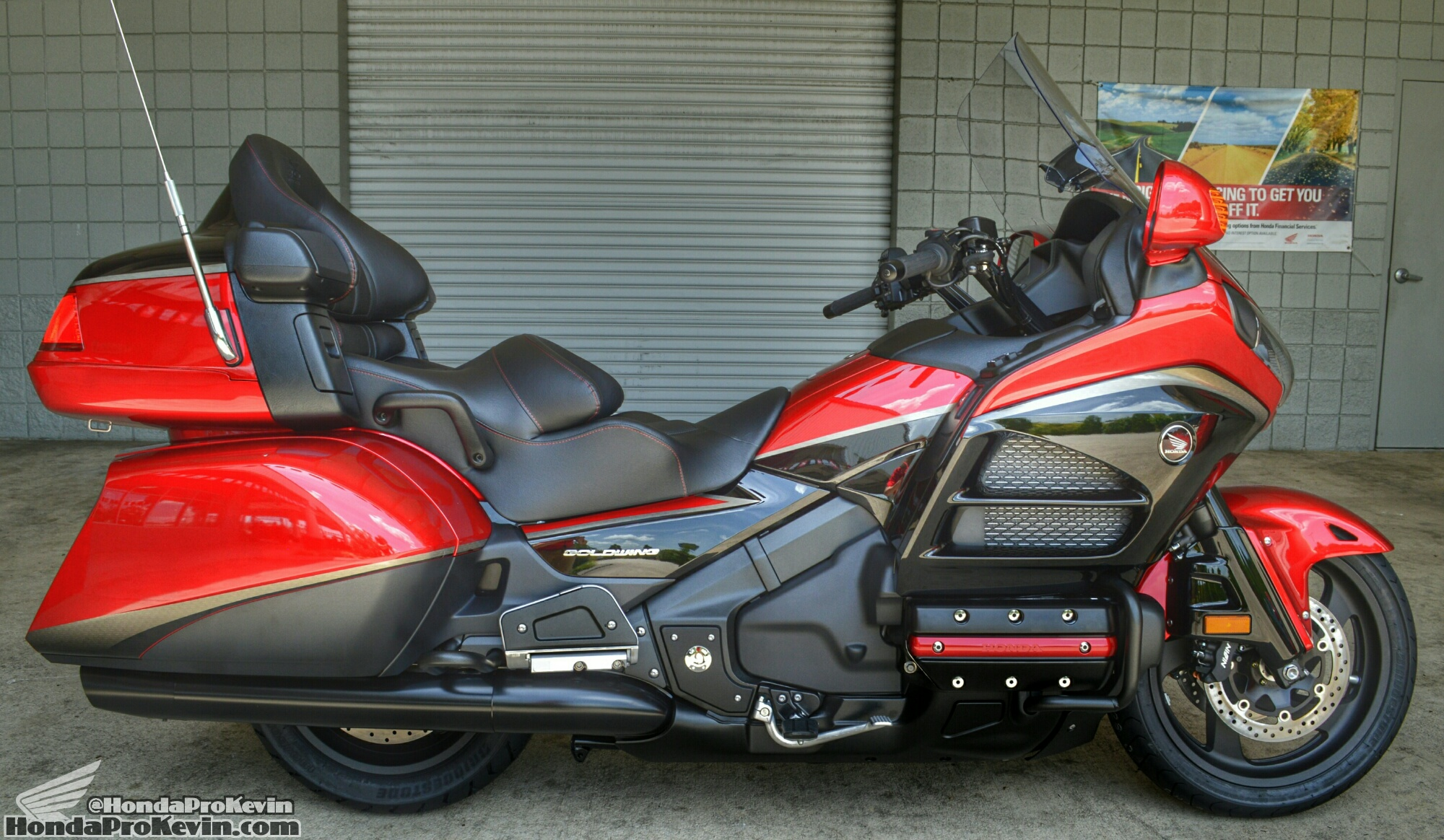 2015 honda gold wing 40th anniversary candy red black. Black Bedroom Furniture Sets. Home Design Ideas