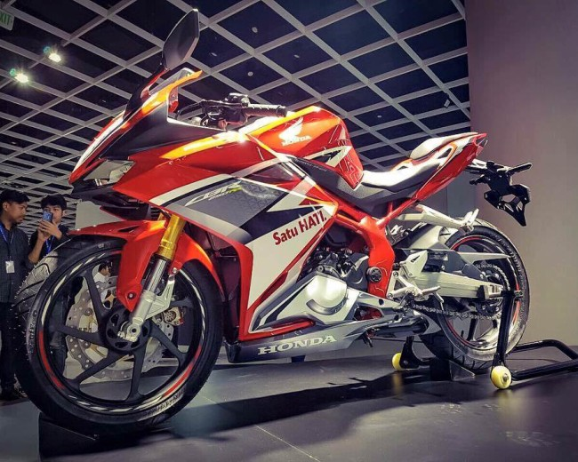 2017-Honda-CBR250RR-Review-Specs-CBR-250-RR-Sport-Bike-Motorcycle-Release-Info-Horsepower-Performance-Numbers-Colors-Weight