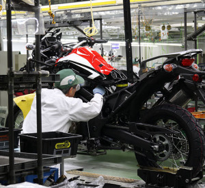 2016 Honda Africa Twin CRF1000L Production Line Videos & Pictures - Adventure Motorcycle / Dual Sport Bike