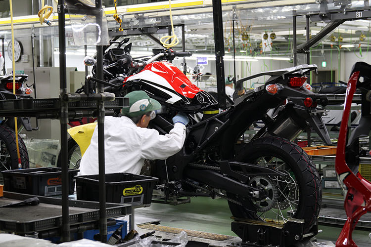 2016 Honda Africa Twin CRF Production Line / Assembly Videos & Pictures - Go inside the ...