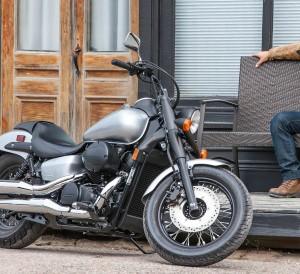 Honda-Shadow-Phantom-750-Review-Specs-Cruiser-Motorcycle-V-Twin-Engine-VT750C2B