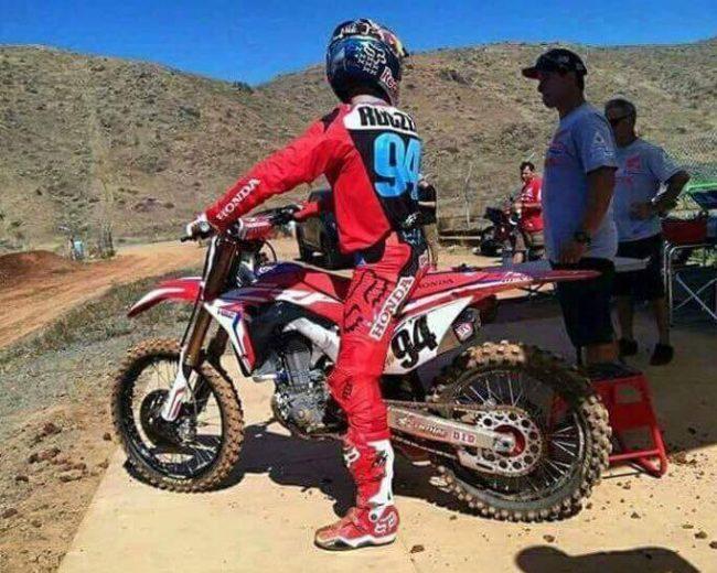 Ken-Roczen-2017-Honda-CRF450R-Race-Bike-Pictures-94-Supercross-Motocross-CRF-450-R-Motorcycle