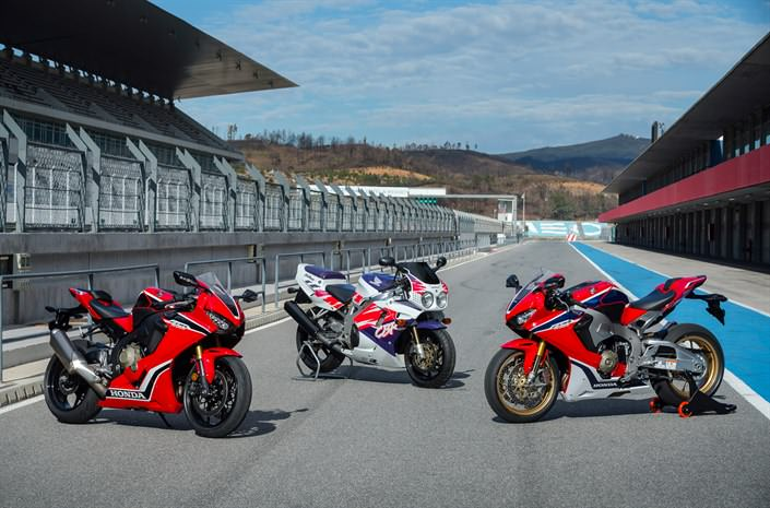 2018 Honda CBR1000RR Review / Specs - Price, HP & TQ Changes - CBR 1000 RR Sport Bike / Motorcycle / SuperBike