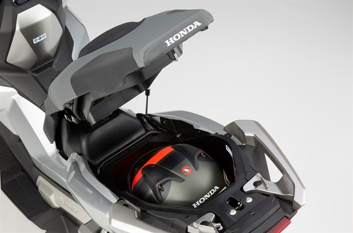 2018 Honda X-ADV Storage - Review of Specs - New Adventure Automatic DCT Motorcycle / Scooter