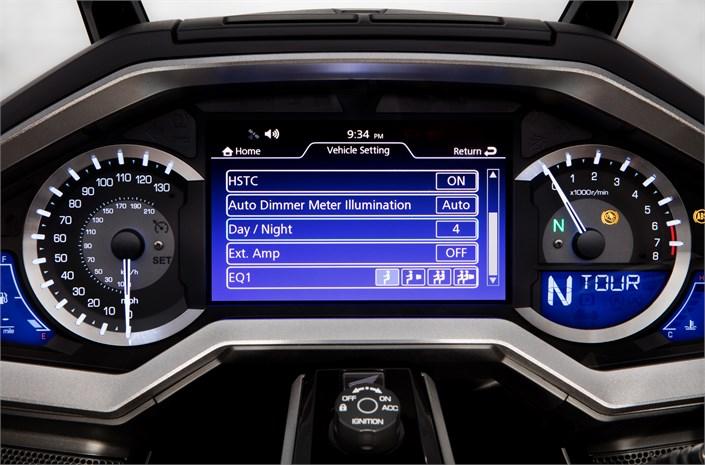 2018 Honda GoldWing / Tour Speedometer & Gauges - Meter Display / Screen - Electronic TFT Display: GL1800 Gold Wing Motorcycle / Touring Bike Review