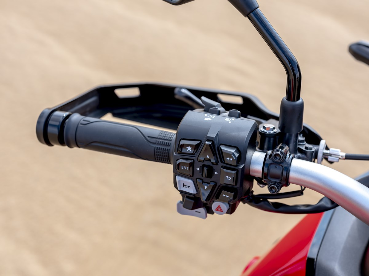 2022 Africa Twin 1100 DCT Controls | Automatic Motorcycle