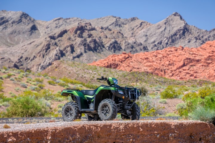 2020 FourTrax Foreman Rubicon 520 DELUXE ATV REVIEW / SPECS