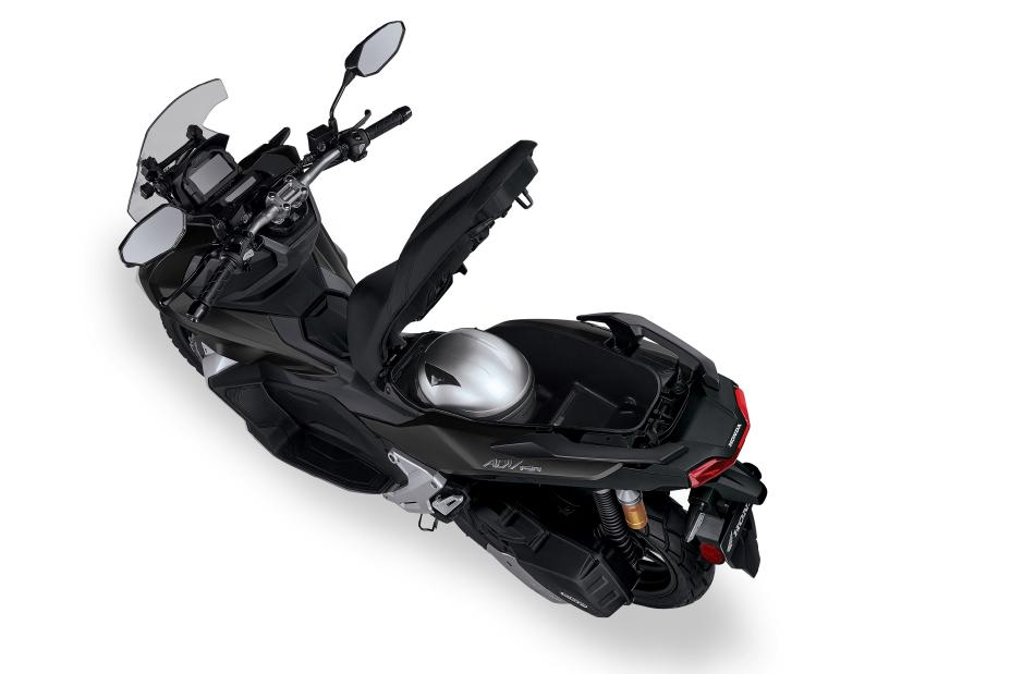2021 Honda ADV 150 Storage under seat | Review / Specs - Adventure Scooter / Automatic Motorcycle