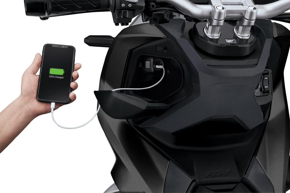 2021 Honda ADV 150 Power Outlet | Review / Specs - Adventure Scooter / Automatic Motorcycle