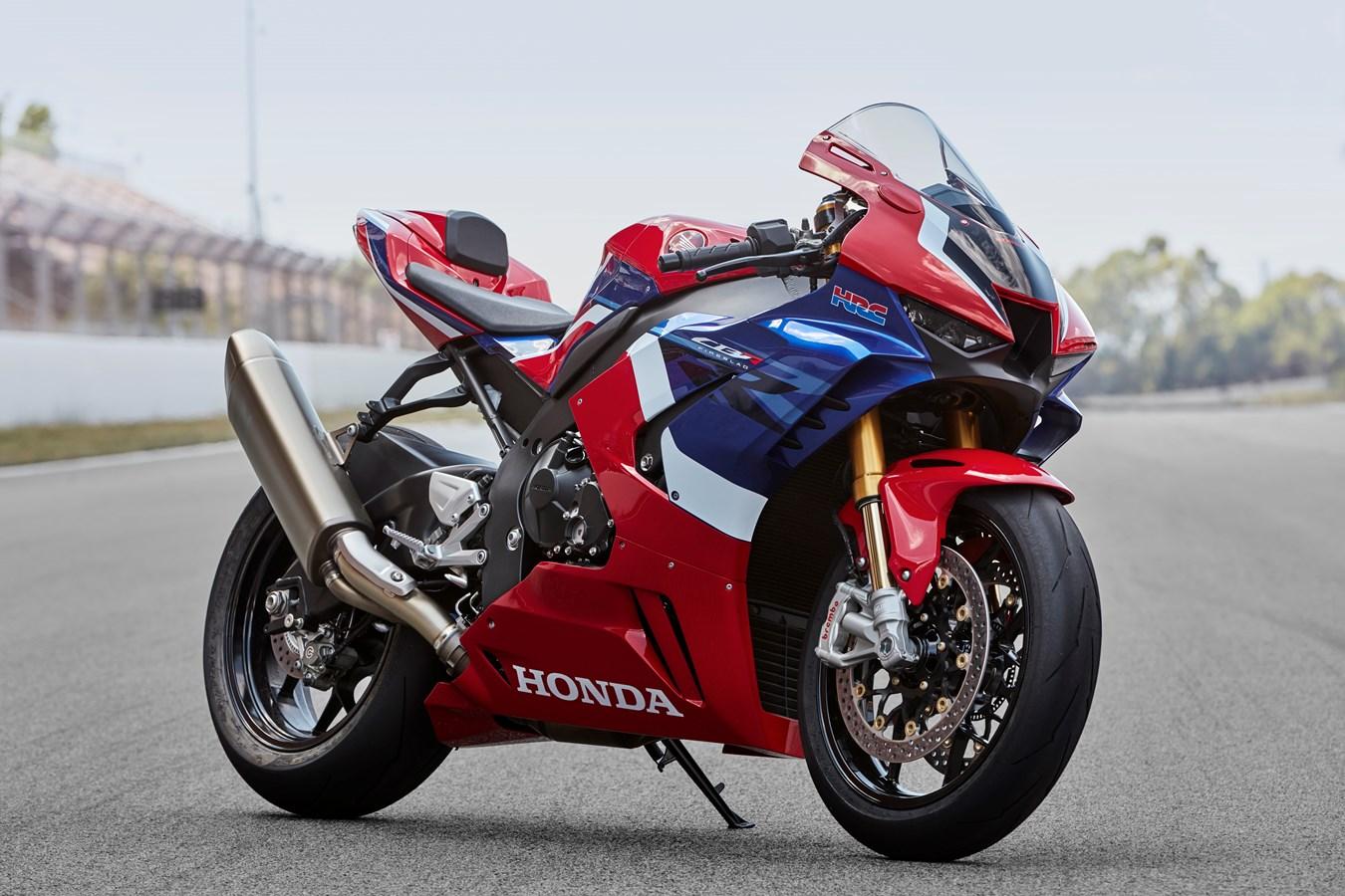 https://www.hondaprokevin.com/pictures/2021-cbr1000rr-r-sp/2021-honda-cbr1000rr-r-sp-fireblade-hrc-review-specs-changes-cbr-1000-rr-sport-bike-motorcycle-46.jpg