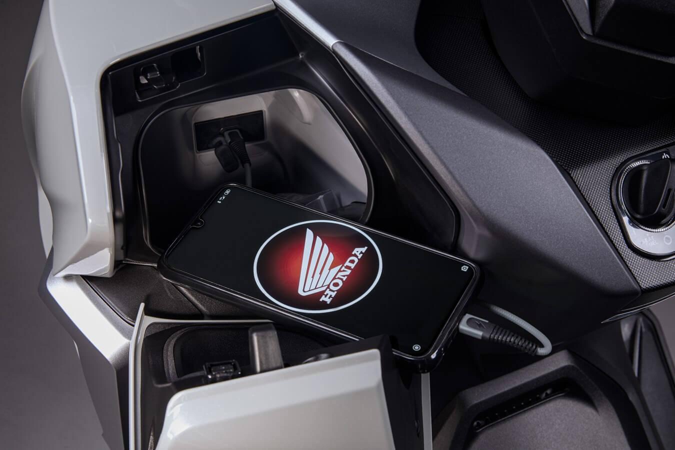 2021 Honda Forza 350 Scooter USB Plug / Phone Charger