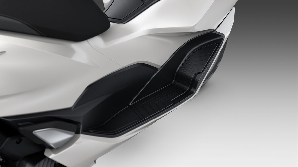 2021 Honda PCX Scooter Review / Specs | More leg & foot room!