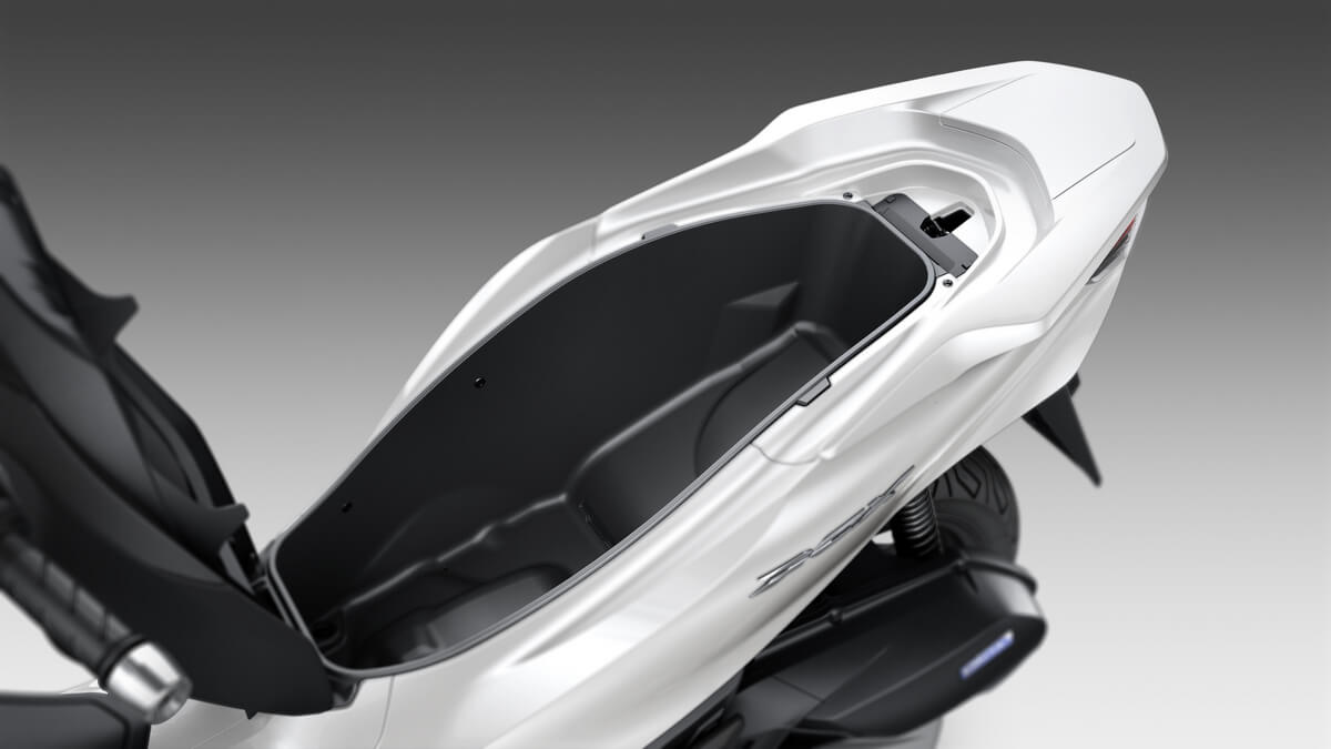 2021 Honda PCX Scooter Review / Specs | NEW Seat Storage Area