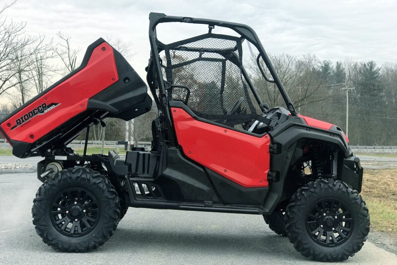 2021 Honda Pioneer 1000 Deluxe Review / Specs - Hydraulic Dump Bed 1,000lb Cargo Capacity with 2,000lb Towing Capacity
