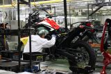 honda-africa-twin-1000-crf-crf1000l-adventure-dual-sport-motorcycle-bike-review-specs-production-line-dct-auto- (17)
