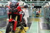 2016 Honda Africa Twin CRF1000L Production Line Pictures & Videos - Adventure Motorcycle / Dual Sport Bike - CRF 1000 L DCT Automatic