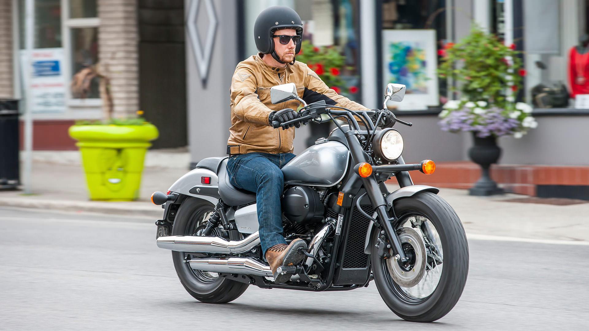 honda shadow phantom  review  specs features blacked  cruiser motorcycle