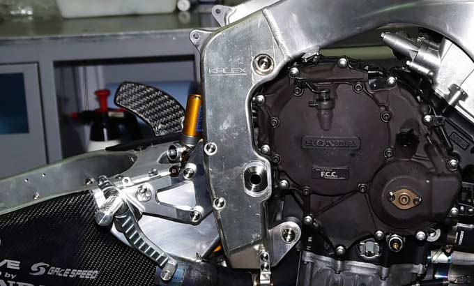 Honda CBR600RR Moto2 Race Bike Engine / CBR SuperSport SportBike 600 RR