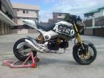 custom-honda-grom-msx125-exhaust-wheels-white-black-low-muffler