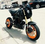 custom-honda-grom-msx125-headlight-swingarm-orange-wheels-belly-pan