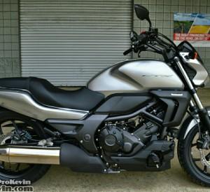 Honda CTX700N Motorcycle Review / Specs - CTX 700 N
