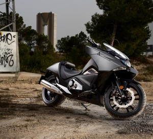 2017 Honda NM4 Vultus Review / Specs - Motorcycle / DCT Automatic Bike NC700 / NC750